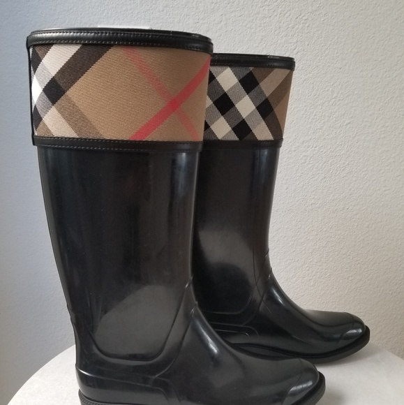 86983f3c98c7 NWT Burberry crosshill rain boots size 8